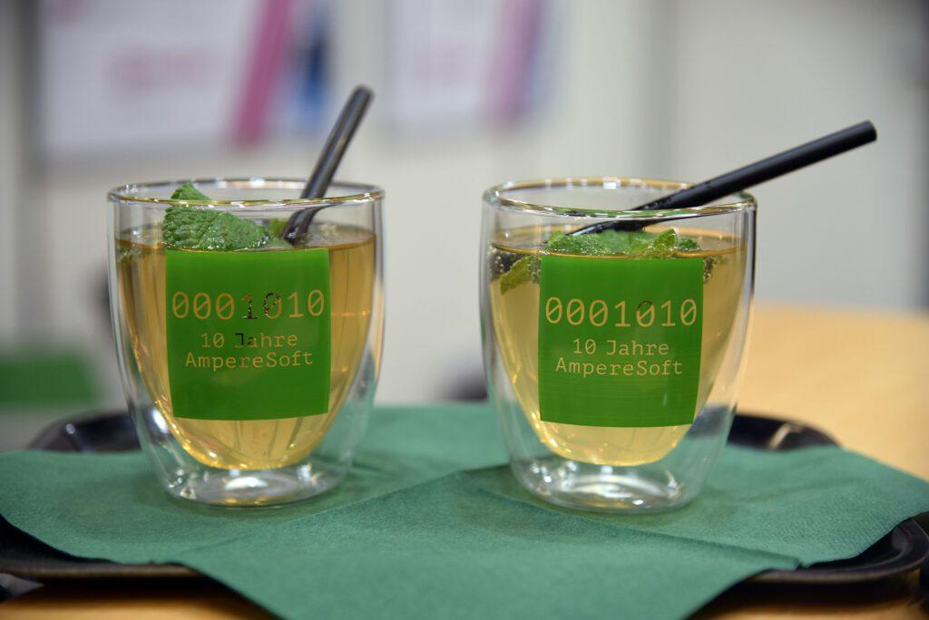 Cocktail-Gläser mit AmpereSoft-Logo