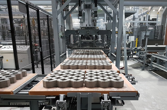 Machine for the industrial production of stone products